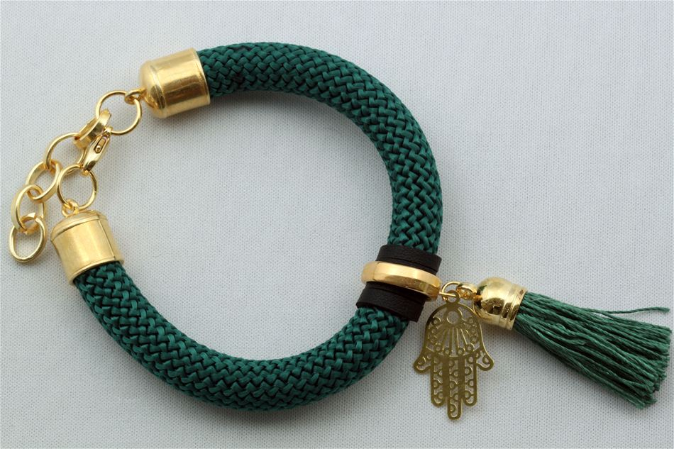 Bracelet with string and tuft