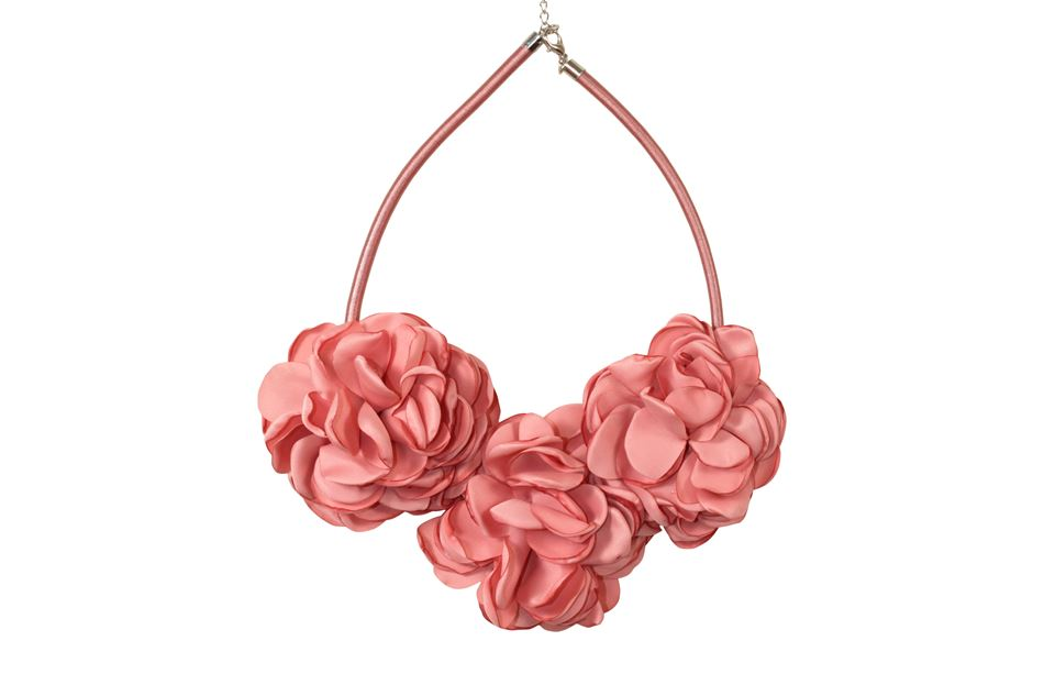 Necklace with fabric flowers